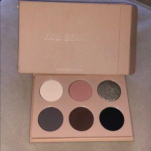 KKW beauty Smokey Volume I palette